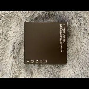 BECCA Makeup - BECCA Hydra-Mist & Refresh Powder